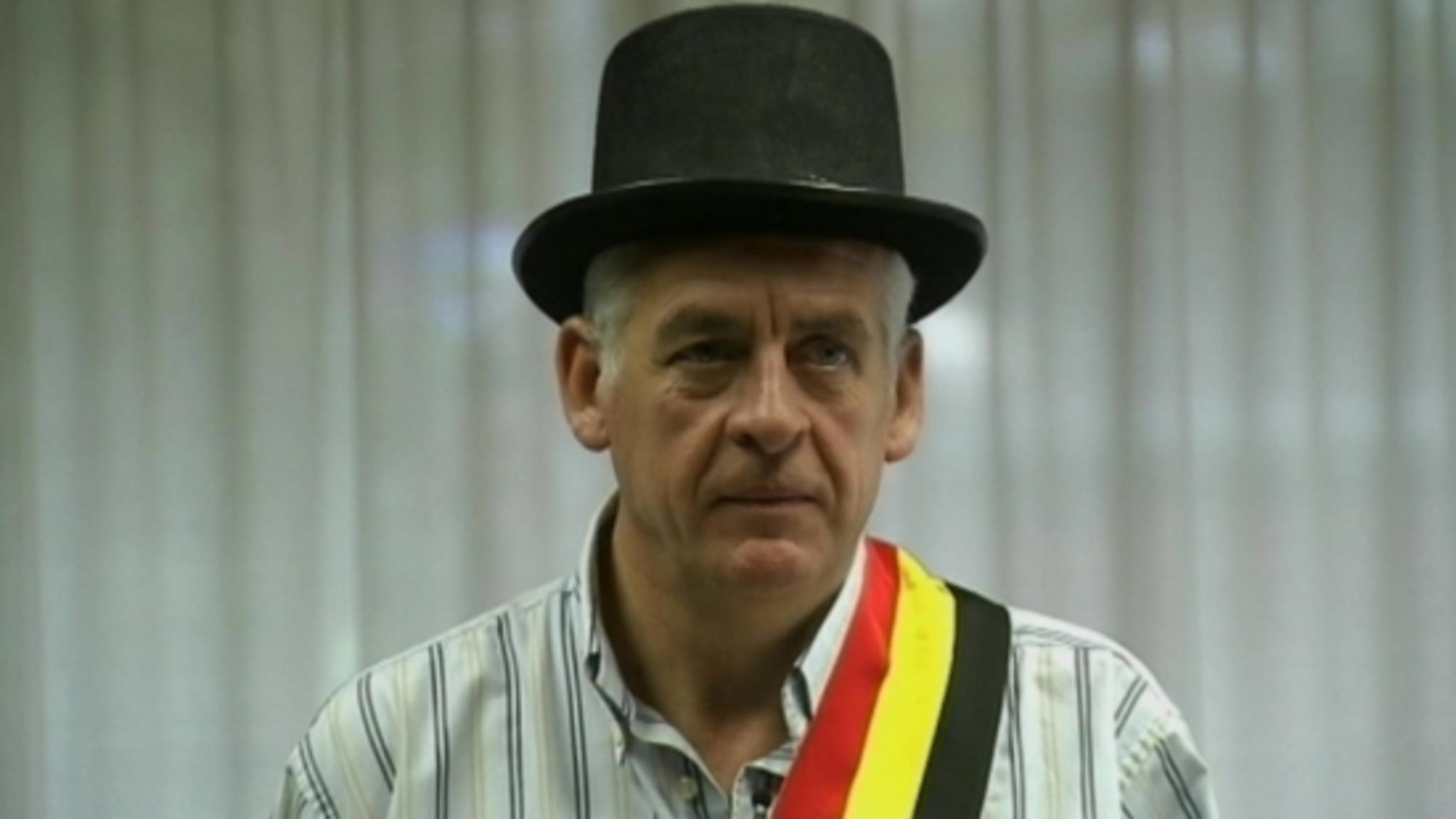 Meneer De Burgemeester Walter De Donder Neemt Ambt