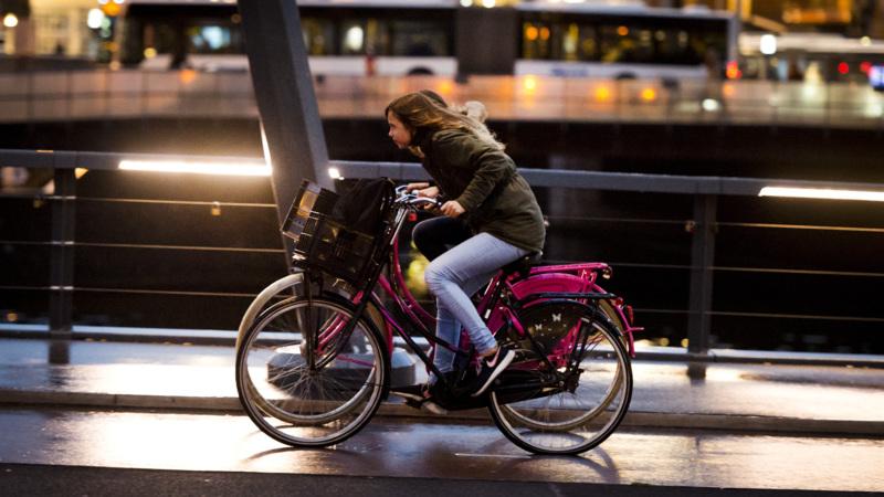 Veel minder boetes voor fietsen zonder licht | NOS