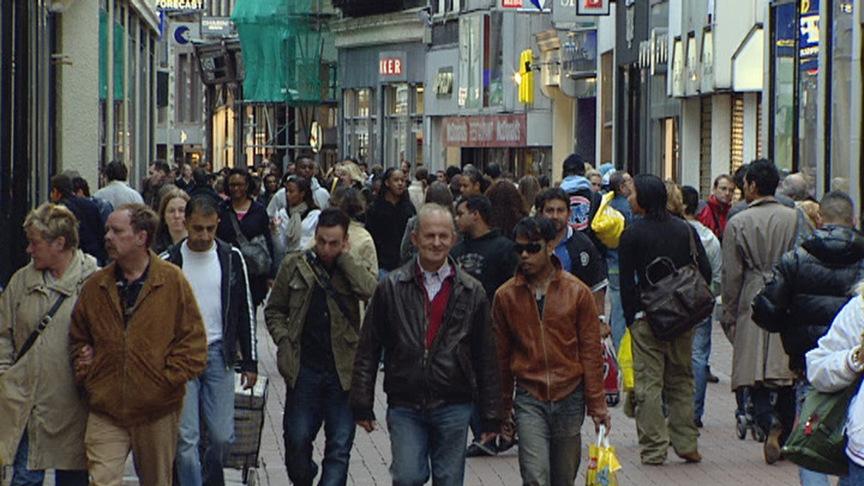 CBS: Nederland 17 miljoen inwoners in 2016 | NOS: nos.nl/artikel/2075927-cbs-nederland-17-miljoen-inwoners-in-2016.html