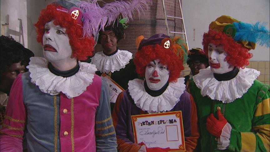 Het Sinterklaasjournaal introduceerde weer nieuwe pieten NTR: nos.nl/artikel/2003842-clown-pieten-in-het-sinterklaasjournaal.html