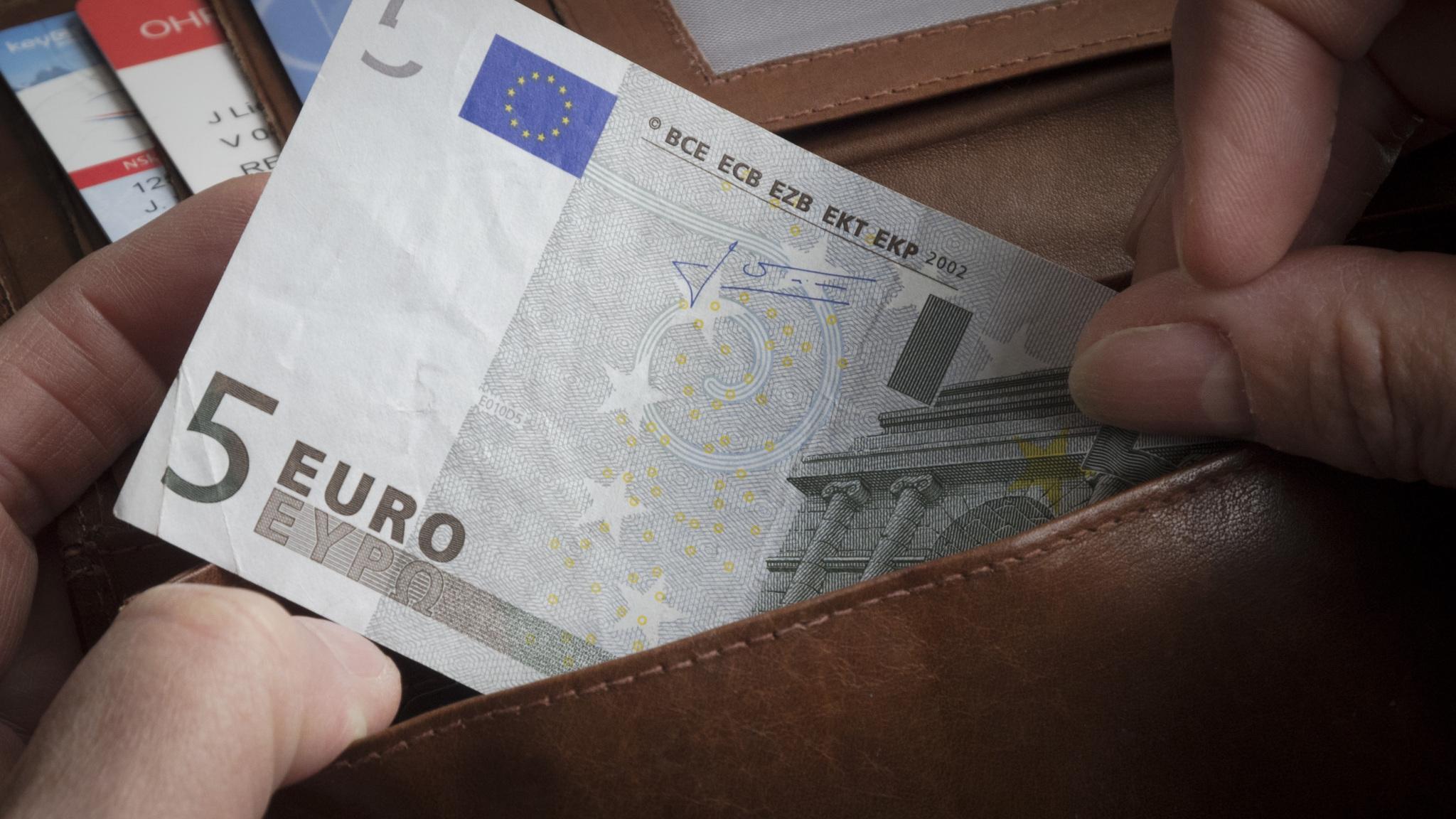 Portemonnee 5 Euro.Je Portemonnee In 2015 Leger Of Voller Nos