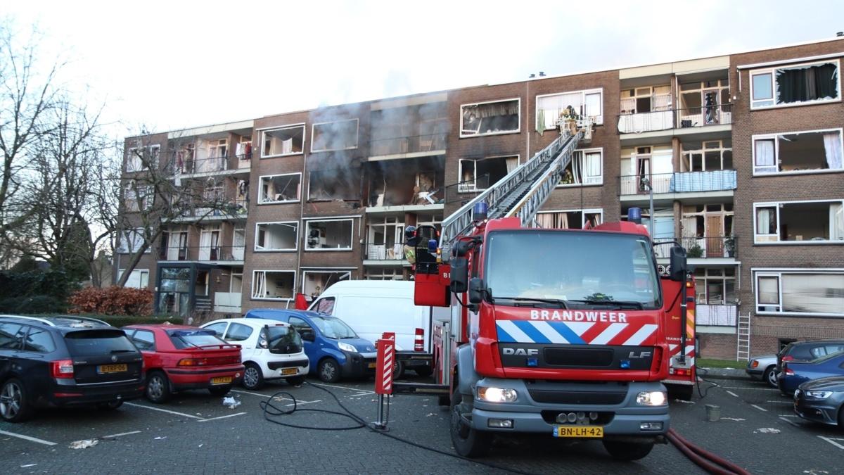 Grote brand in portiekflat Rotterdam