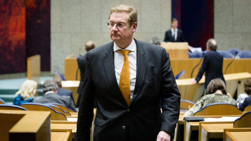 Van der steur wil snel weer bewaarplicht belgegevens nos for Van de steur