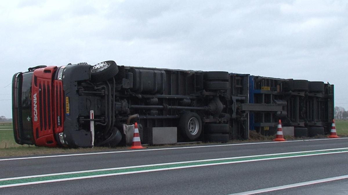 Ochtendspits heeft last van omgewaaide vrachtwagens