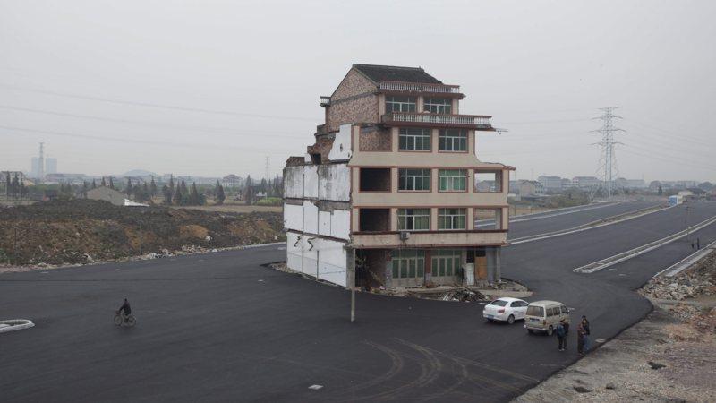 En weer wil een huiseigenaar in China van geen wijken weten   NOS