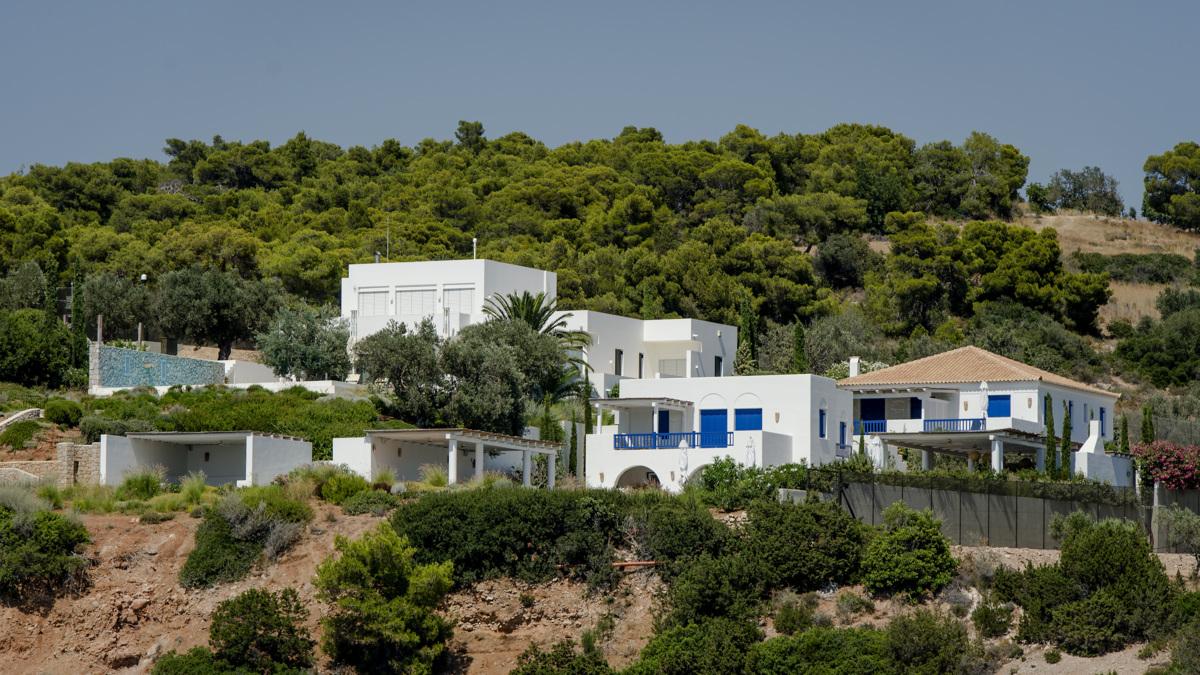 Griekse vakantie van de koning ineens politiek gevoelig