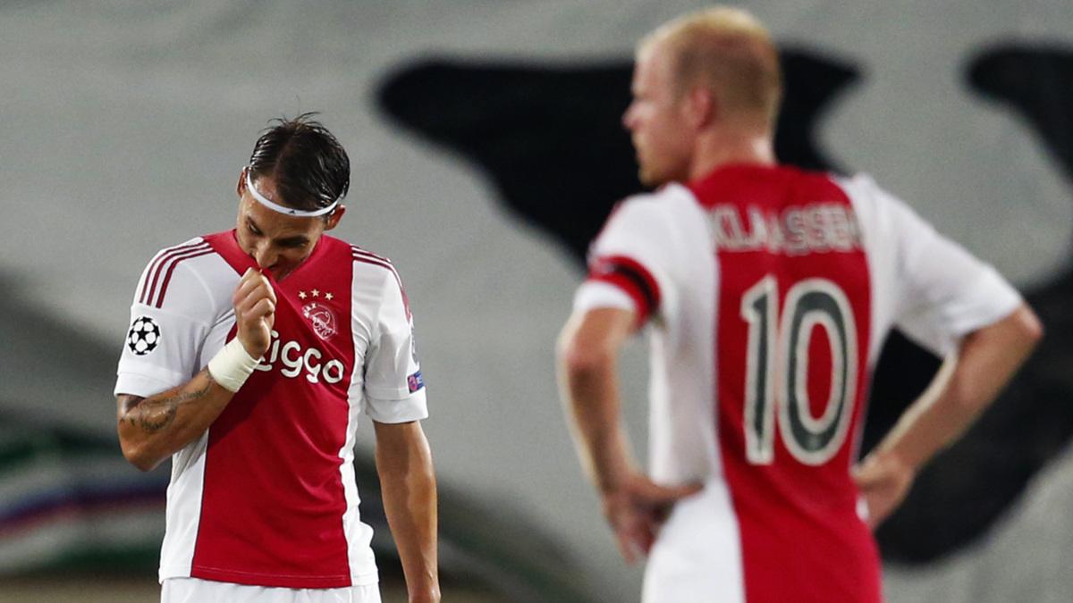Ajax speelt klungelig gelijk na 2-0 voorsprong