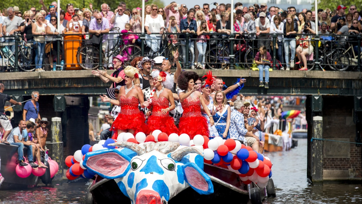 Massale drukte in A'dam bij Gay Pride