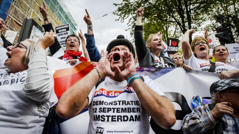 Duizenden bij demonstratie red de zorg in amsterdam nos for Demonstratie amsterdam