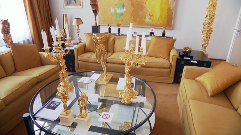 Snuffelen in de slaapkamer van couturier Frans Molenaar | NOS