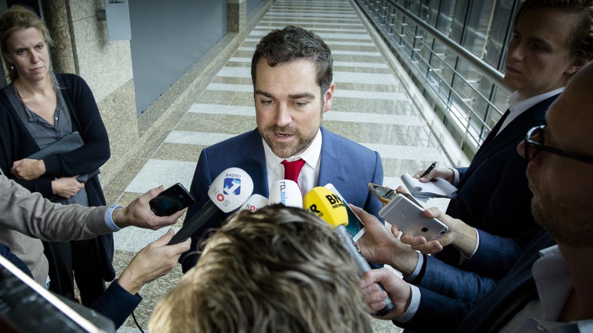 Dijkhoff: meer gedwongen noodopvang niet uitgesloten