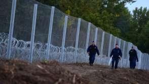 Bekijk details van Hongarije bouwt nieuw hek tegen vluchtelingen