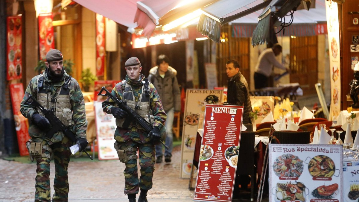 Brussel houdt hoogste dreigingsniveau, maar dan 'light'