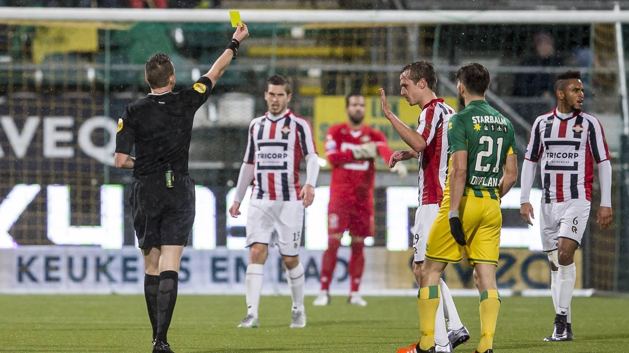 Ado   Willem Ii: Scheidsrechter Lindhout Na ADO-Willem II