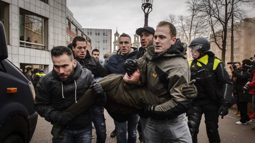Aanhoudingen bij onrustig verlopen pegida demonstratie nos for Demonstratie amsterdam