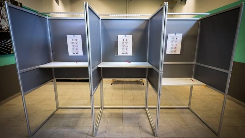 Afbeeldingsresultaat voor fotos stemhokjes