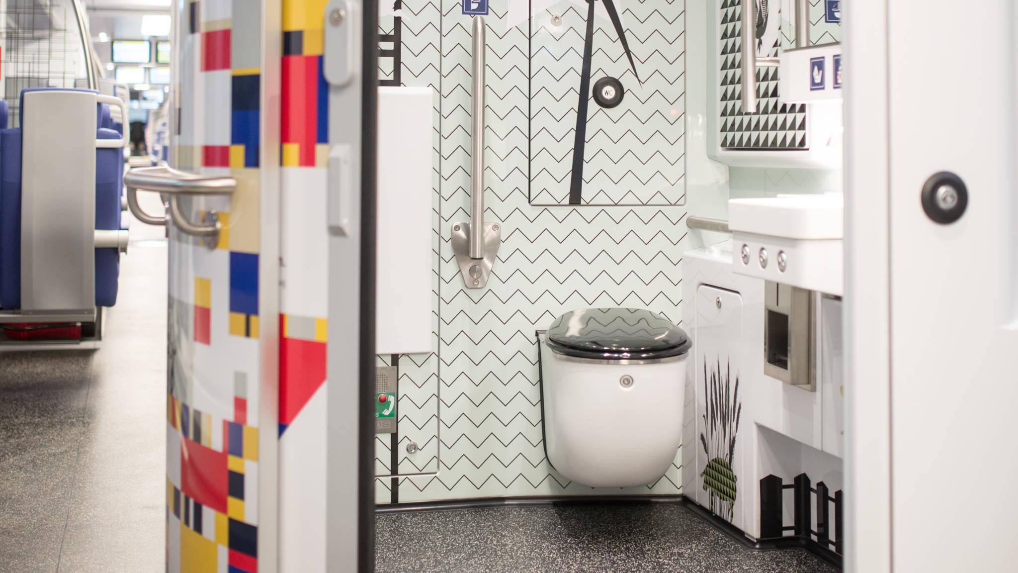 Geen Toilet In Sprinter.Nieuwe Sprinter Ns Heeft Licht Interieur Met Kleurige