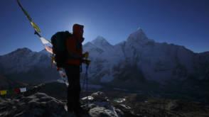 Bekijk details van 'Helikopters bedreigen veiligheid op Mount Everest'
