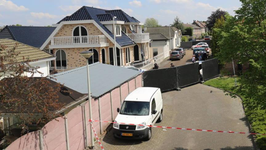 Politie doorzoekt woning ex leider no surrender nos - Scherm huis ...