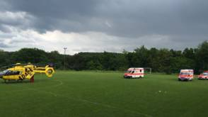 Blikseminslag bij jeugdvoetbal Duitsland: 33 gewonden