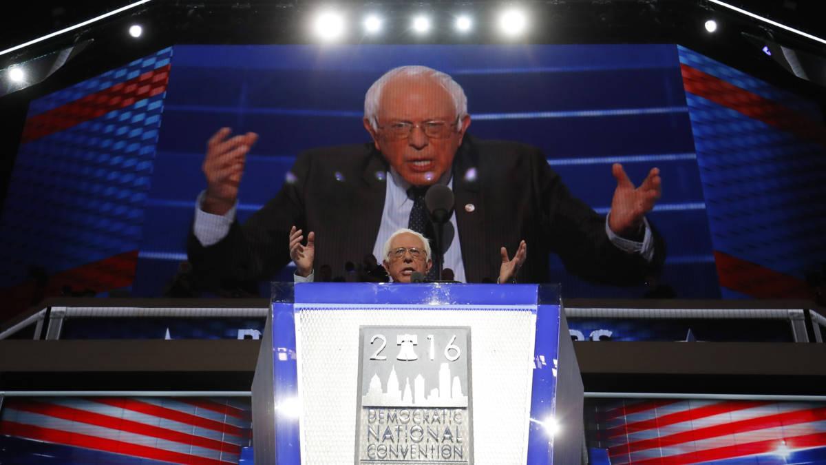 Sanders en Michelle Obama vierkant achter Hillary Clinton