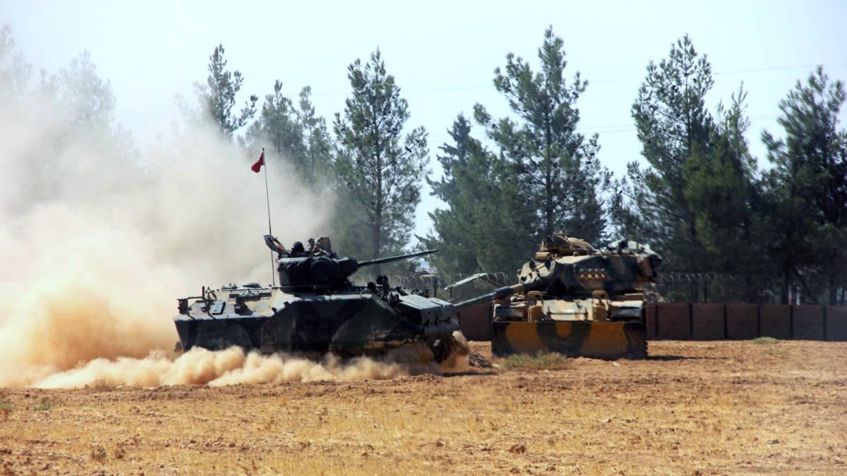 Turkse tanks passeren grens bij aanval op Syrische grensstad Jarablus
