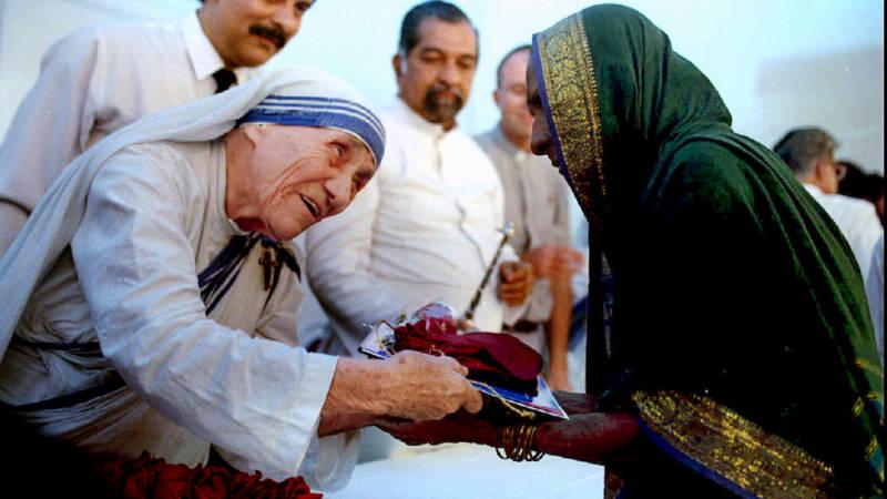 Moeder Teresa heilig verklaard, maar nog steeds omstreden ...