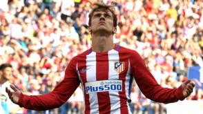 Atlético blijft in spoor van Real en Barça