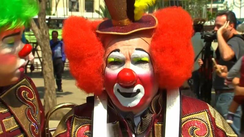 Clowns vergaderen over 39 horrorclowns 39 nos jeugdjournaal for Clown almere