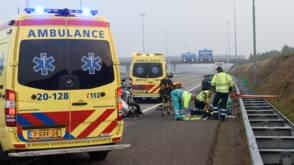Feyenoordfans helpen gezin uit verongelukte auto
