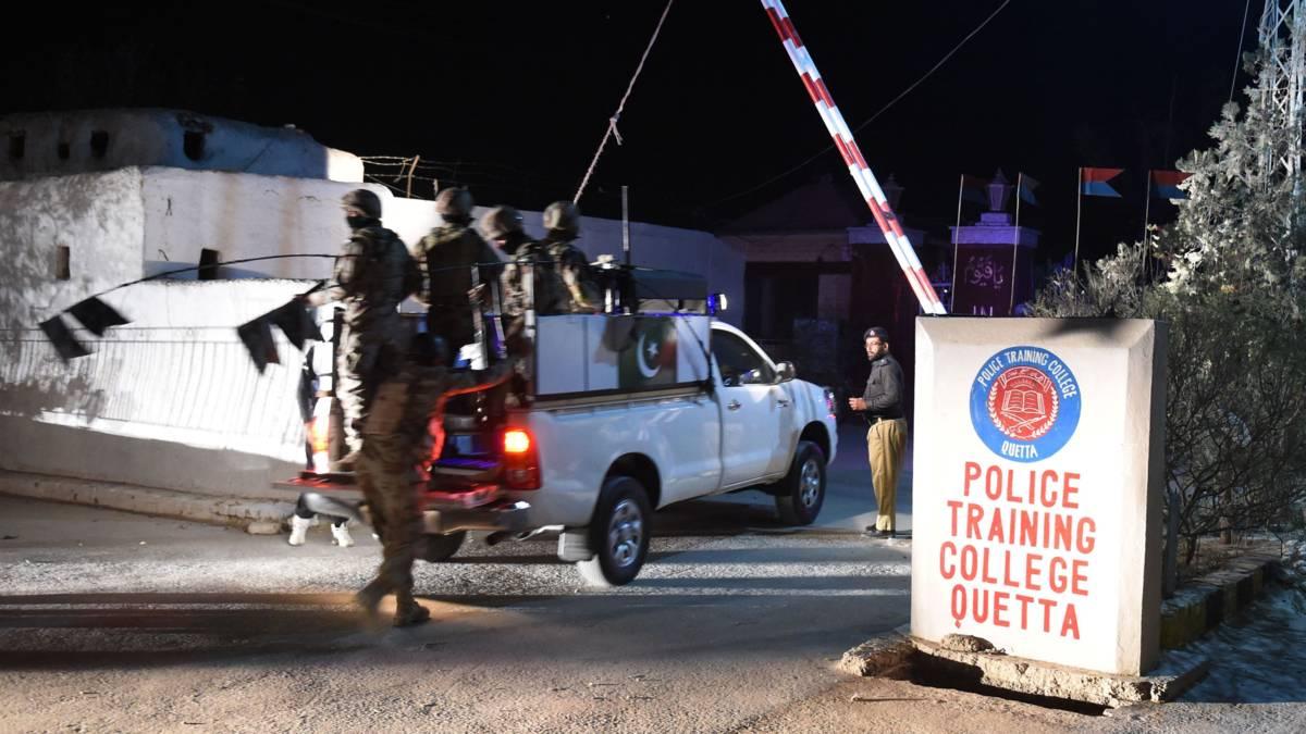 Aanval op kazerne in Pakistan, zeker veertig cadetten gedood