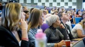 Bekijk details van Mooie oproep van Jan Terlouw. Maar wat vinden jongeren zelf?