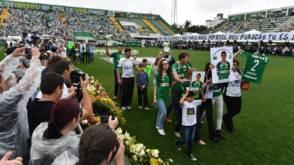Bekijk details van Heldenonthaal voor voetballers in stadion van Chapecoense