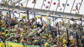Bekijk details van Feyenoord-fans mogen knuffels niet meenemen in De Kuip