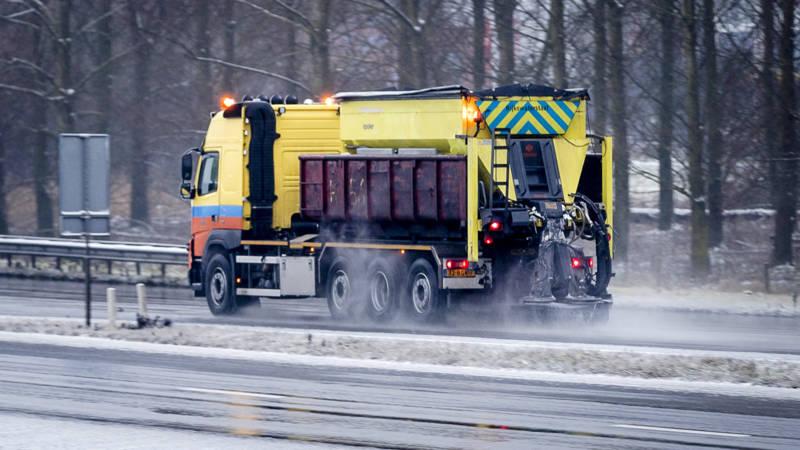 Zeker 350 ongelukken op spekgladde snelwegen.