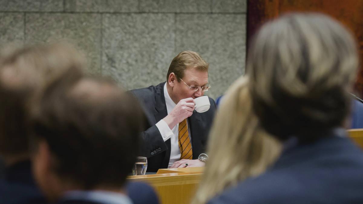 PvdA: positie Van der Steur op het spel, minister sust