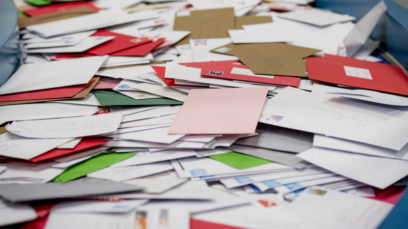 Postbezorger hield ruim tweeduizend brieven achter | NOS