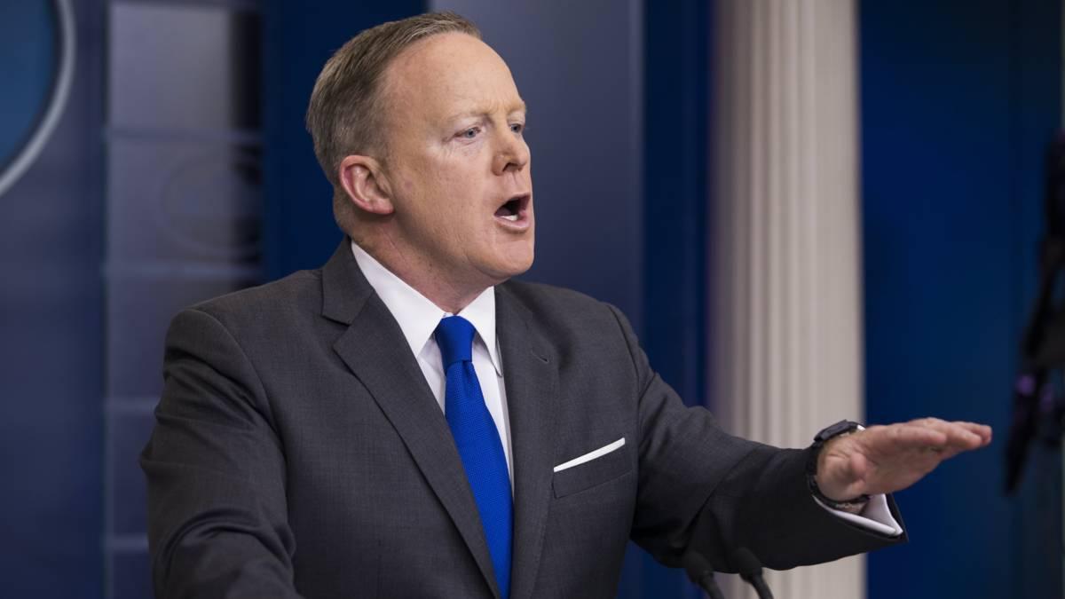 Trumps woordvoerder Sean Spicer vertrekt na onenigheid