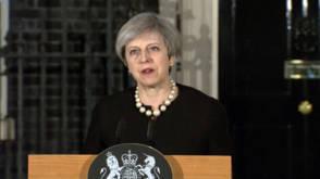 Theresa May geschokt, maar strijdbaar