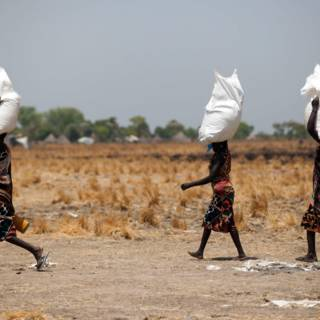 Met gedropt voedsel kunnen ze in Zuid-Sudan een maand doen