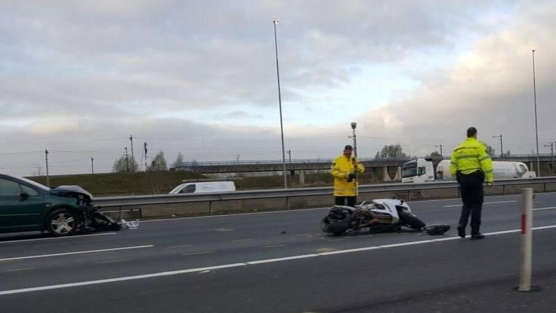A1 bij Muiden dicht door ongeluk, veel vertraging.