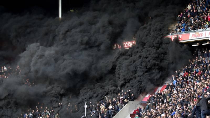 بالصور : الدخان الأسود يغطي قسم من ملعب إندهوفين PVS VS Ajax