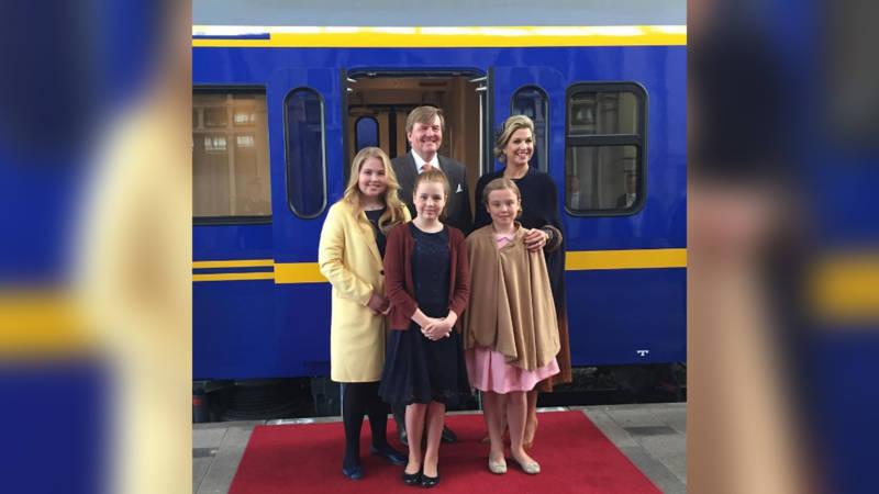 Feest in nederland 39 warm bad 39 voor koning in tilburg nos - Mooie huis foto ...
