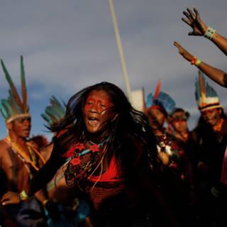 Braziliaanse indianen eisen met pijl en boog hun land terug