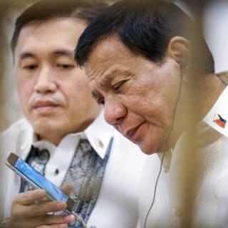 Trump nodigt Duterte uit, relatie VS-Filipijnen verbetert