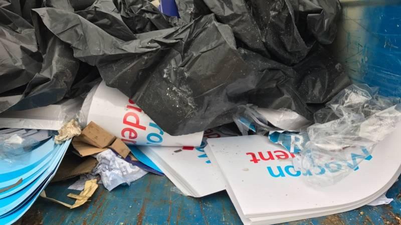 Macron election propaganda, now garbage, NOS photo