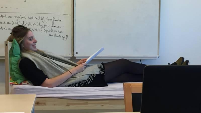 Met een gebroken rug mag je vijf uur over je eindexamen for Mag je een overledene kussen
