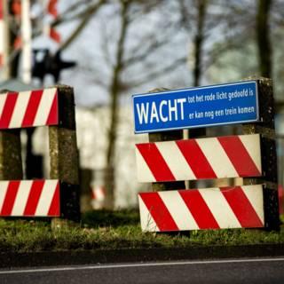 Bekijk details van Bestuurder auto na botsing met trein in Velp overleden