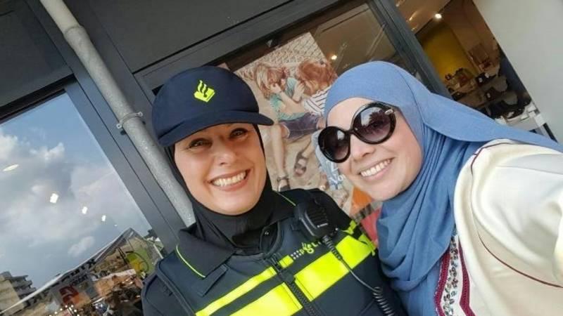 NL Agente met hoofddoek