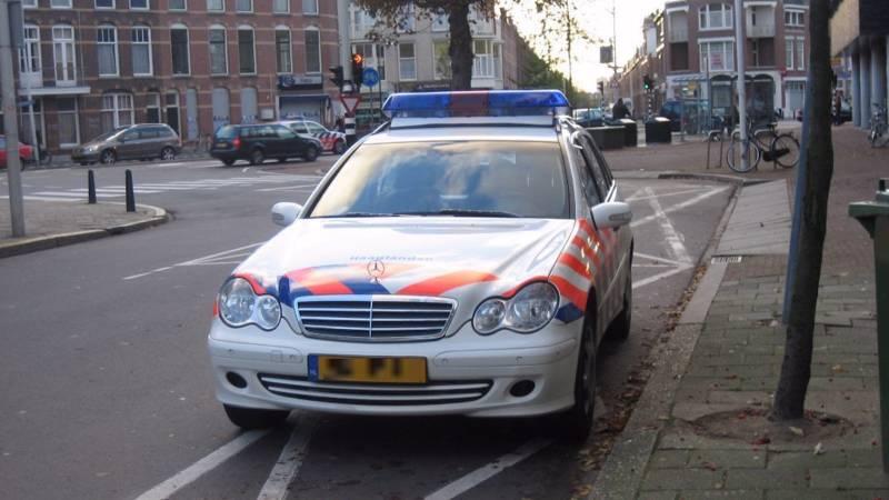 Politie agente word hard genomen - 2 10